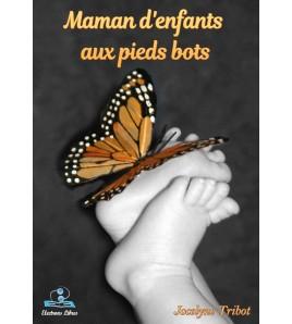Maman d'enfants aux pieds bots
